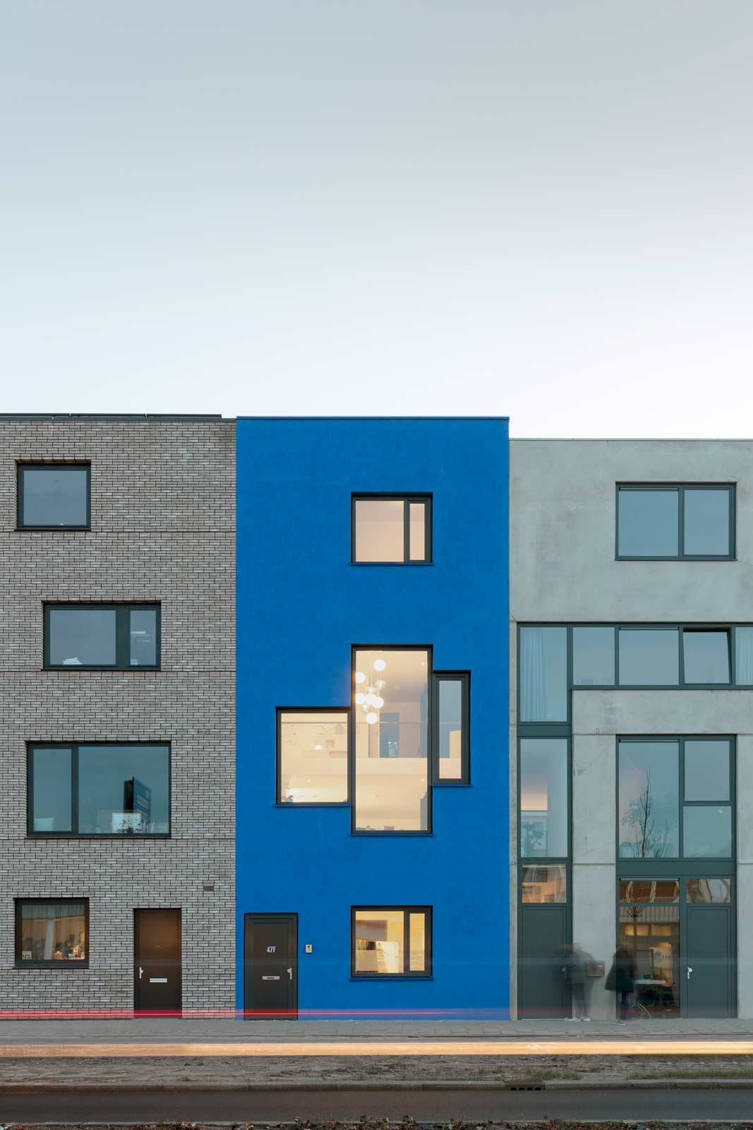 blue house by BETA photo front façade evening Evert Klinkenberg Auguste Gus van Oppen