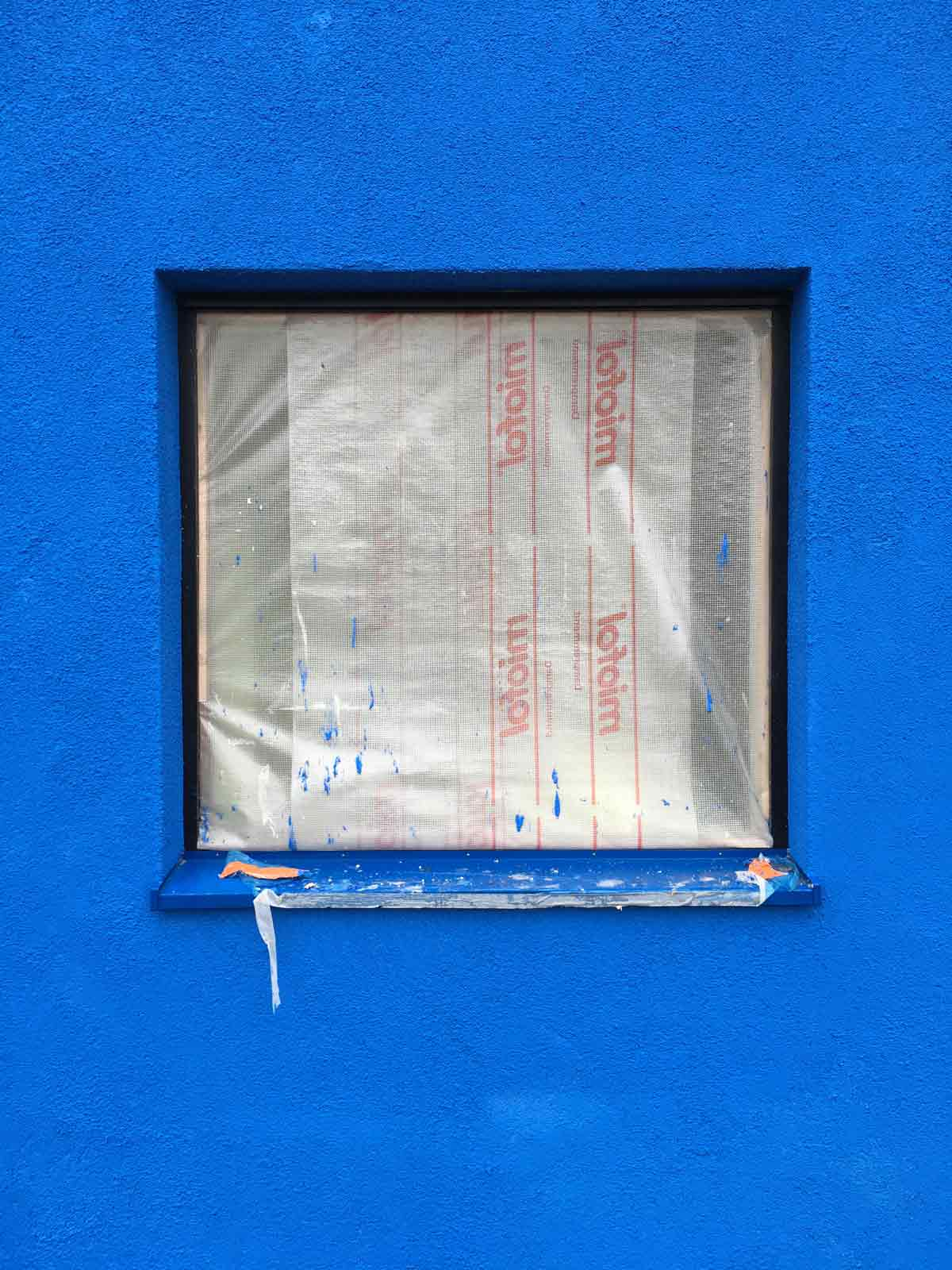 blue house by BETA photo of Yves Klein Blue façade paint under construction