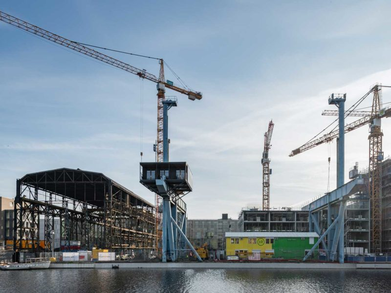 oostenburg construction photo with cranes by MWA Hart Nibbrig by beta architect amsterdam evert klinkenberg gus auguste oppen